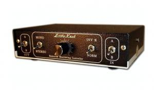 21 step precision gain control 2 stereo in 2 stereo out L/R phase mono switch TRS balanced