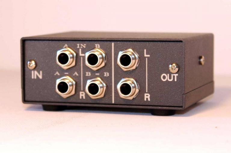 2 input 4 output controller